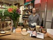 ザ・メドウのオーナーのマーク・ビターマンさんは「手作り食品の魅力を伝えたい」と話す(東京都新宿区)