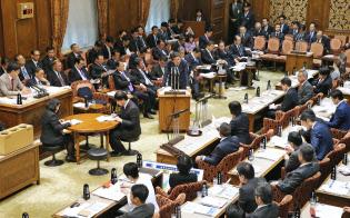 衆参とも予算委員会の1列目の席には理事が座る