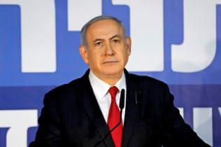イスラエルのネタニヤフ首相は2月28日、テレビ演説し汚職疑惑を否定した(エルサレム)=ロイター