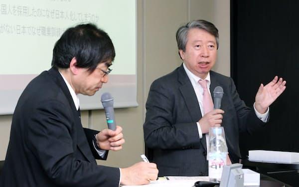 対談するリクルートワークス研究所の大久保幸夫所長(右)と水野裕司上級論説委員兼編集委員