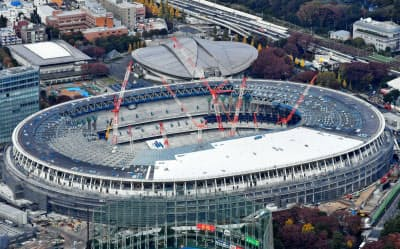 政府は2020年東京五輪・パラリンピック会場上空でのドローン飛行を禁じる(建設中の新国立競技場)