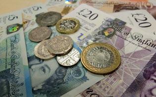金融市場への信頼か、それともEU離脱の陰に隠れているだけか。年金保険料(拠出金)の引き上げは英国内で大きな騒ぎになっていない