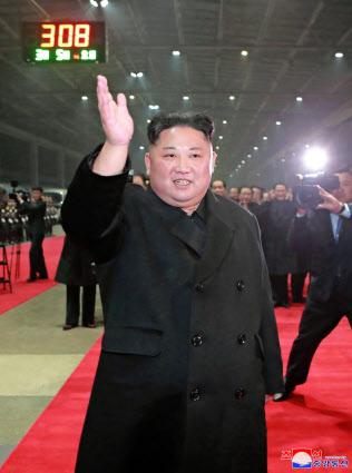 5日、平壌駅に到着した北朝鮮の金正恩委員長=朝鮮中央通信・共同