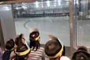 日本最大の製麹機を見た地元の幼稚園児たち