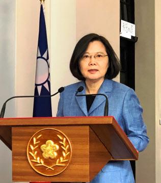 民進党の蔡英文総統(2月、台北市の総統府)