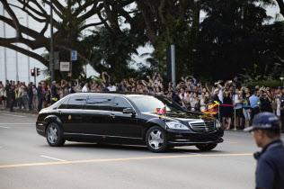北朝鮮の金正恩委員長は、シンガポールでの米朝首脳会談でメルセデス・ベンツの車を用いた(2018年6月)=AP