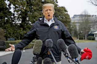 8日、トランプ米大統領はコーエン被告に対する批判を強めた(ワシントン)=AP