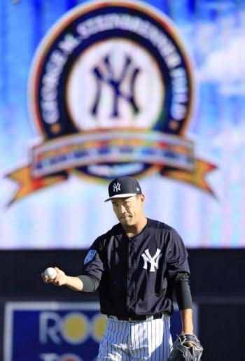 日本投手では最多となる、4度目の開幕投手に決まったヤンキース・田中(6日、タンパ)=共同