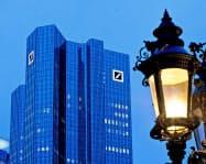 同じドイツのコメルツ銀行との統合交渉を進める方針を固めたドイツ銀行(フランクフルト)=AP