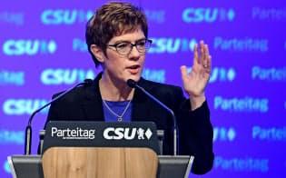 独与党CDUのクランプカレンバウアー党首は、独紙への寄稿で行きすぎた欧州統合に警鐘を鳴らした=ロイター