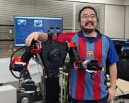 GITAIが試作する遠隔操作ロボットと中西雄飛最高執行責任者(東京都目黒区)