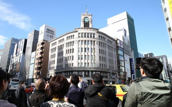東日本大震災の発生時刻に合わせ、和光本館の時計塔にある鐘が鳴らされた(11日午後2時46分、東京・銀座)