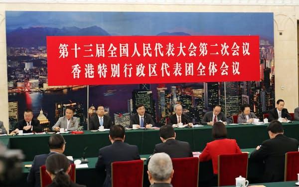 全人代の香港分科会では中国本土との経済連携が話題の中心だった(7日、北京)
