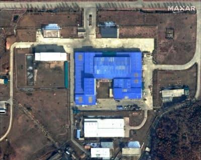 動きが活発化したとされる北朝鮮の施設の衛星写真(2月、平壌郊外の山陰洞)=DigitalGlobe提供・AP共同
