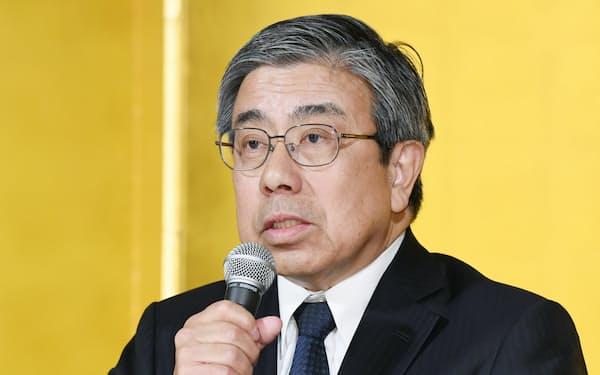 記者会見で大阪府知事選への出馬を表明する小西禎一氏(11日午後、大阪市北区)