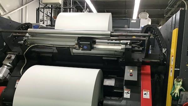 製紙会社、印刷業者と溝 大幅値上げ・供給不足に不満