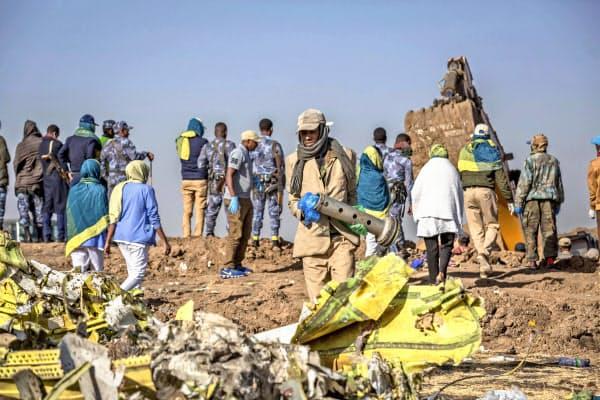 ボーイング737MAX8型機がエチオピア首都郊外で墜落、乗員乗客157人全員が死亡した(11日)=AP