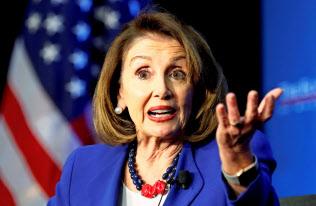 民主党のペロシ下院議長は「トランプ氏は弾劾に値しない」との見方を示した(ワシントン)=ロイター