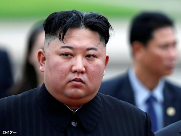 ホーチミン廟で献花式に参加した北朝鮮の金正恩(キム・ジョンウン)委員長(2日、ハノイ)=ロイター