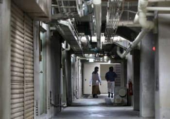古い建物の雰囲気がある地下はテレビ番組の刑事ドラマなどのロケで使われることもある