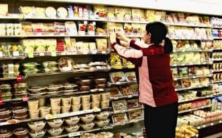 セブン&アイは24時間営業を前提として商品供給体制を築いている(都内の店舗)