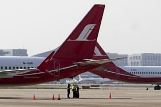中国当局は737MAXの運航停止を決めた(上海の虹橋空港)=AP
