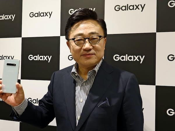 Galaxy Harajuku披露に来日した韓国サムスン電子モバイル部門トップの高東真社長