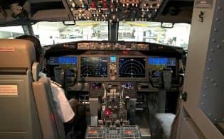 ボーイング737MAX8の操縦席=ロイター