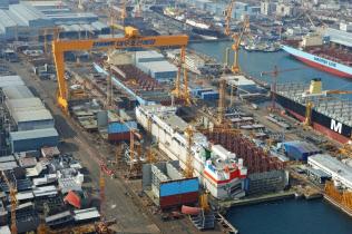 現代重工業?#26410;?#23431;造船海洋買収も日本企業の受注には影を落とす(韓国南部?巨済の造船所)