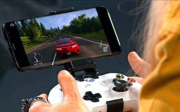 クラウドを使うことで、スマホでは難しかった高精細で高速の処理が必要なゲームを遊べるようになる。(写真はマイクロソフトのデモ機)