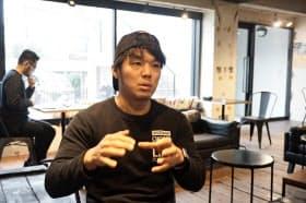 インターン生の募集を担当する橋本氏。SNSアカウントを50個以上操り情報発信する