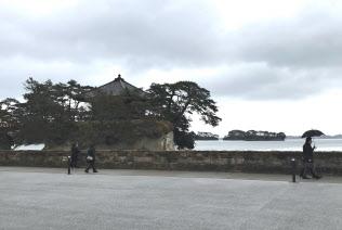 震災前ほどのにぎわいはない松島(松島海岸の中央広場)