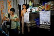 インフレが進むベネズエラの商店(カラカス)=ロイター