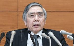 金融政策決定会合後、記者会見する日銀の黒田総裁(15日午後、日銀本店)