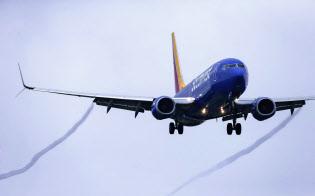 各国が墜落事故を起こしたボーイングの新型機の運航停止を決めるなか、停止に慎重だった米航空?#26412;證?#23396;立した=AP