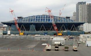 臨海副都心では今、五輪の競技施設の建設が進む(有明体操競技場)