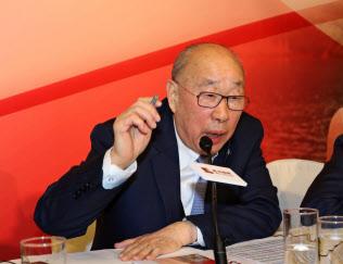 万州国際の万隆?会長兼CEOは貿易戦争の影響に言及した(15日、香港)