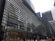 「ハドソン・ヤード」の核となる大型商業施設がハドソン川をのぞむマンハッタン西側にオープンした(15日、ニューヨーク)