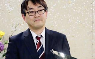 将棋の第68回NHK杯戦で7年ぶり11回目の優勝を果たした羽生善治九段(東京都渋谷区のNHK)=共同