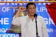 強引な薬物捜査を続ける意向を示すフィリピンのドゥテルテ大統領(2018年12月)=ロイター
