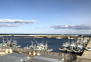 漁港は再建されたが、試験操業が続く(福島県浪江町の請戸漁港)