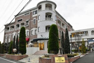 熊本市の慈恵病院=共同