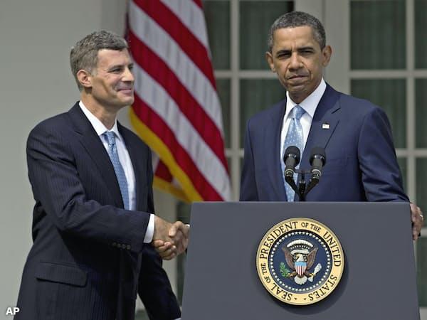 オバマ前政権でCEA委員長を務めたクルーガー氏(左)=AP
