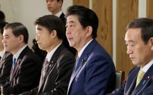 児童虐待防止対策に関する関係閣僚会議で発言する安倍首相(19日午前、首相官邸)
