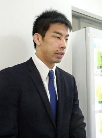 柔道GS大会から帰国し、取材に応じる永瀬貴規(19日、成田空港)=共同