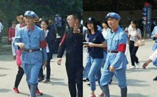 紅軍服で延安を訪れた様子を撮影された騰訊控股の馬化騰CEO(左)と京東集団の劉強東CEO(微博から)