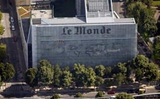 パリのルモンド本社ビル。チェコ人実業家で富豪のクレティンスキー氏からの買収阻止へ記者らが奮闘している=ロイター