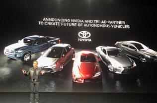 トヨタとの提携拡大を表明するエヌビディアのファンCEO(18日、サンノゼ市)
