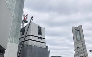 横浜市の関内北仲通地区では移転する市役所の建設が進む