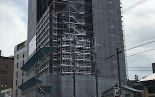 金沢の繁華街・片町付近のホテル建設現場(19日、金沢市)